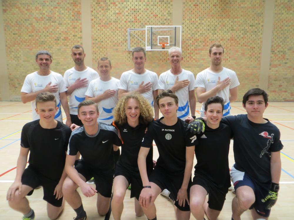 Zaalvoetbal leerkrachten-leerlingen