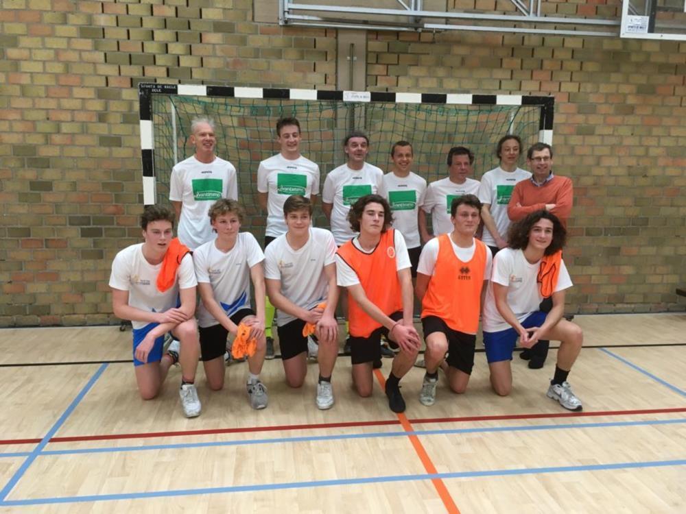 Leerlingen winnen voetbalwedstrijd tegen de leerkrachten