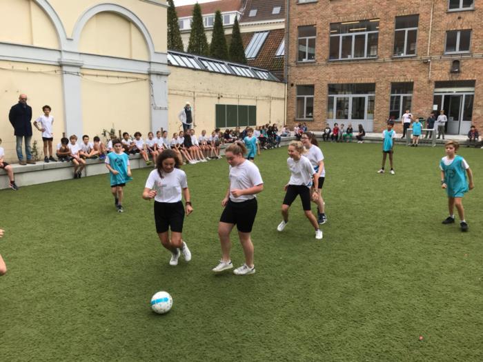 Voetbalmatch tegen onze basisschool