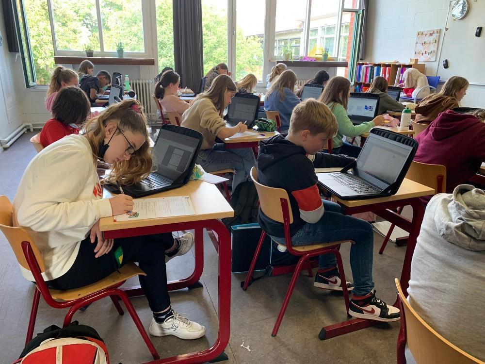 Met de laptop in de klas